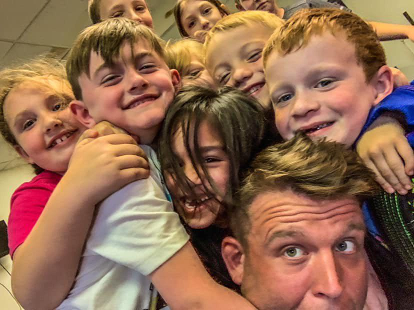 Snider with kids