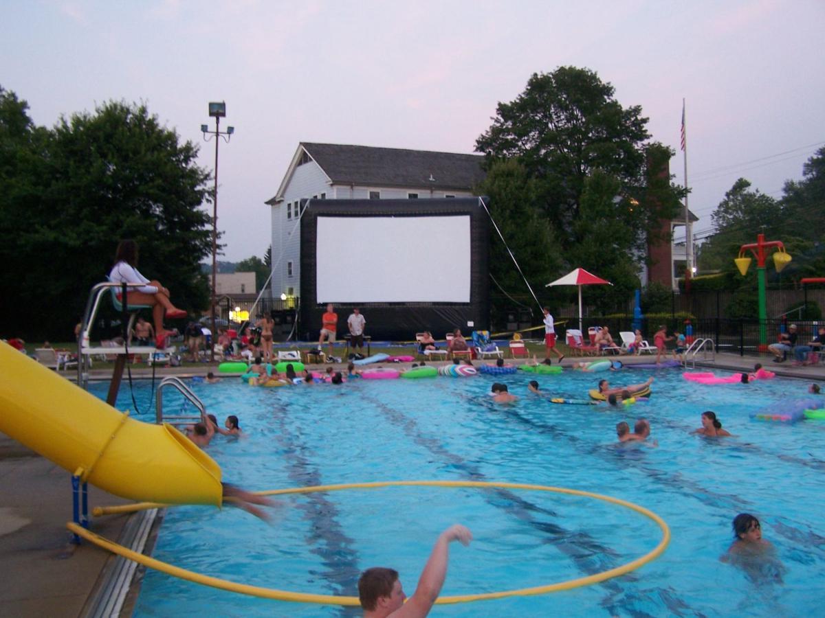 Bridgeport City Pool Kicks Off Annual 39 Dive In 39 Movies