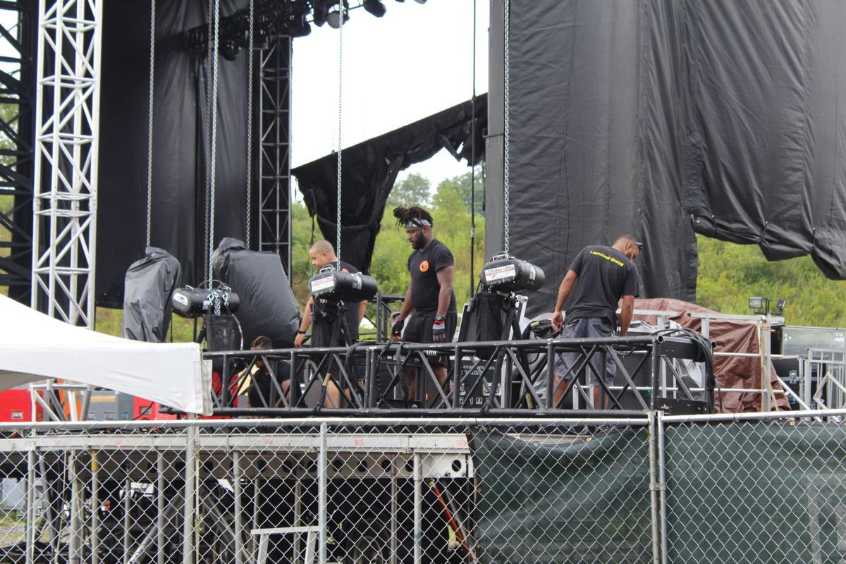 Putting up the stage