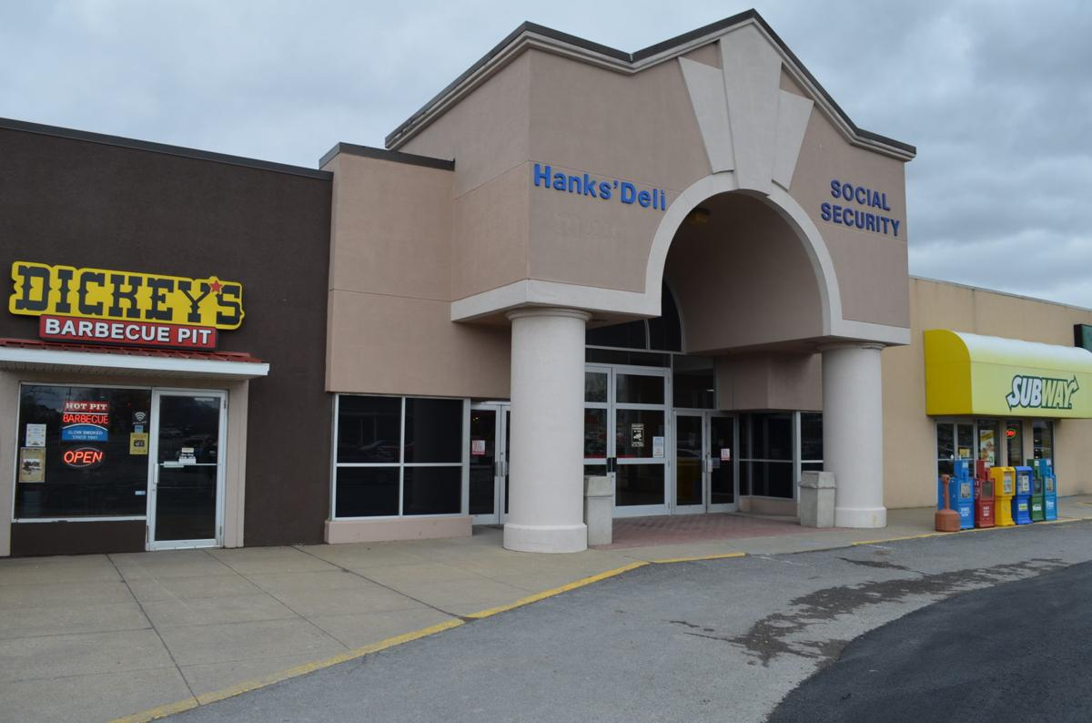 Middletown Mall entrance