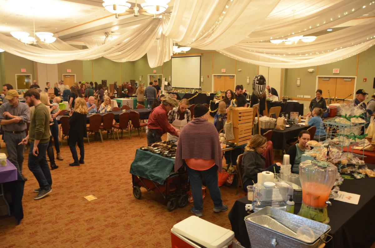 Farmers market crowd