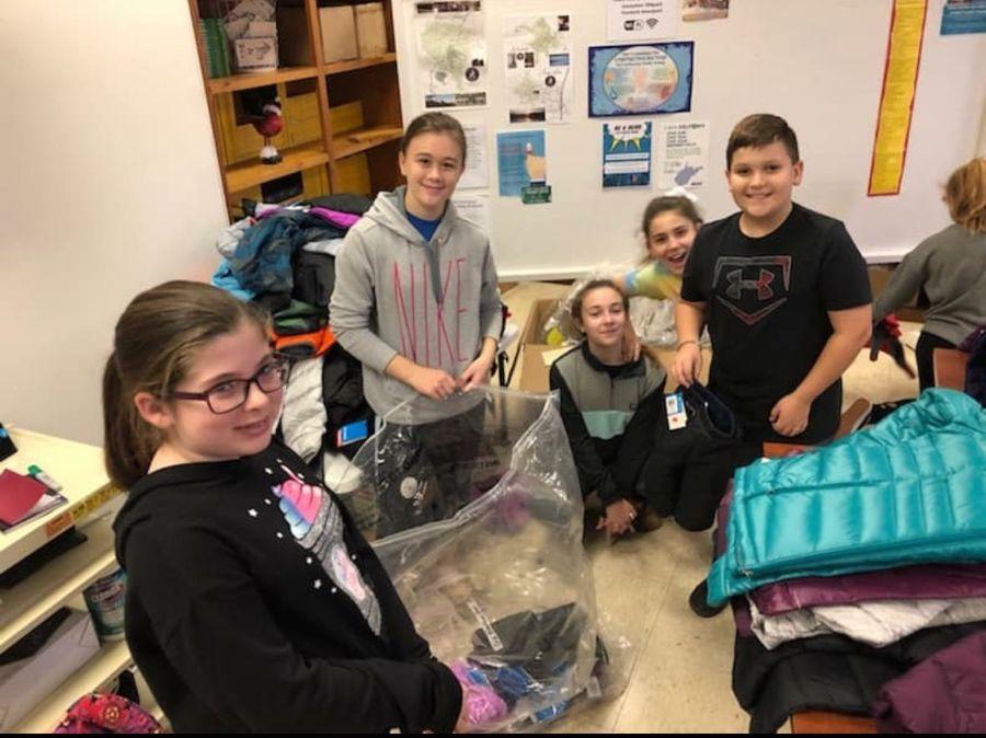 Middle school cheerleaders volunteer at Lewis County Family