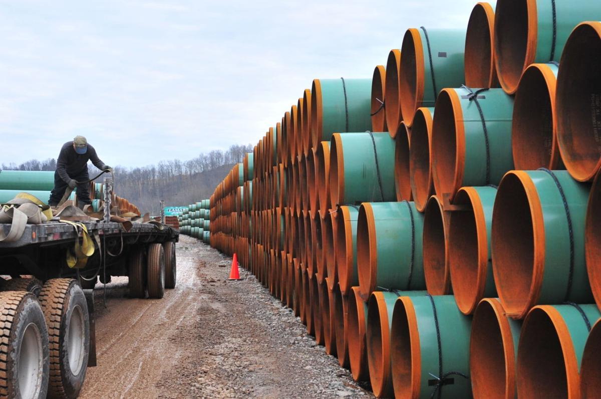 Stockpiling steel pipe