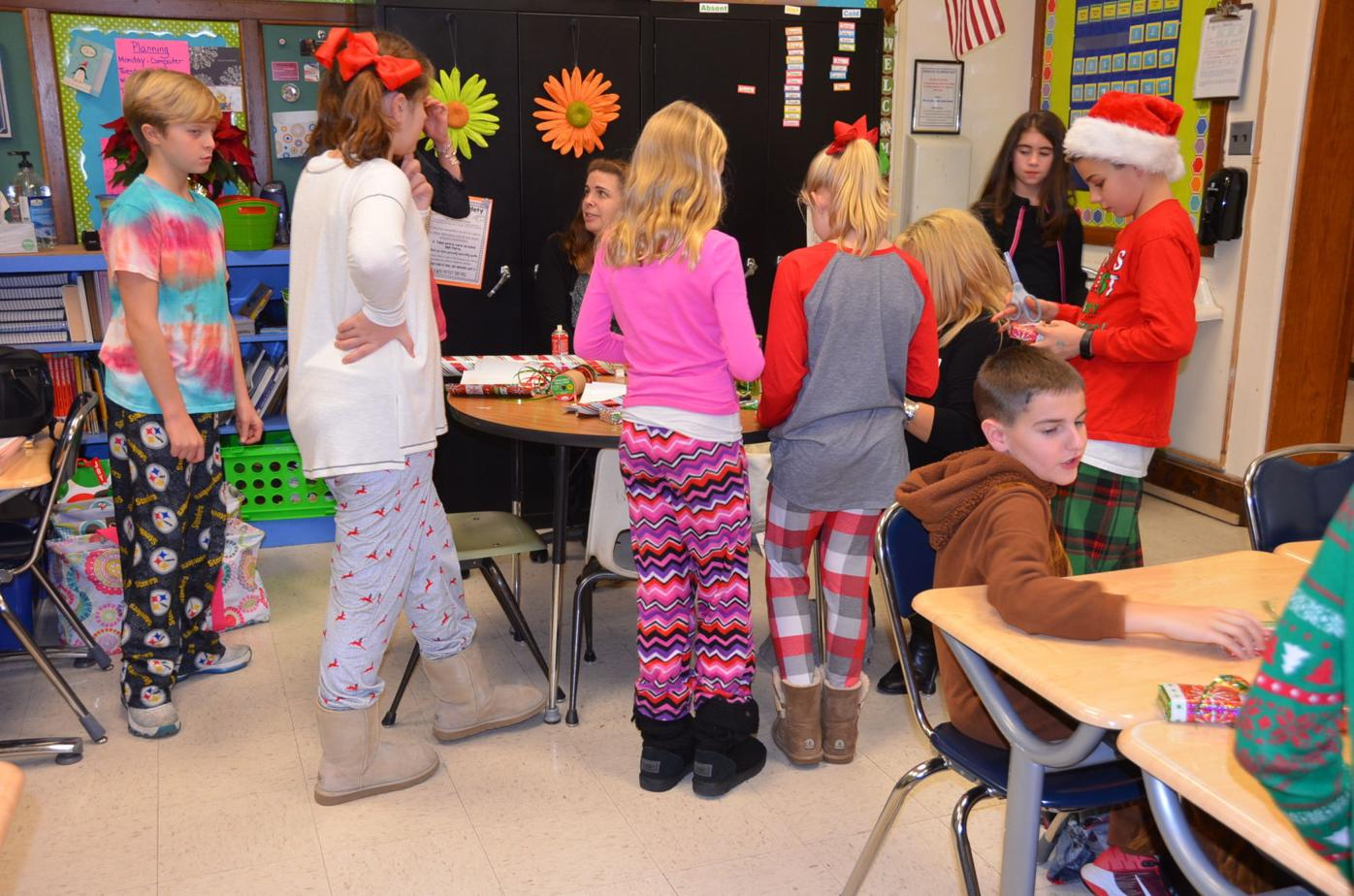 County elementary students celebrate Christmas with school parties | Free |  wvnews.com