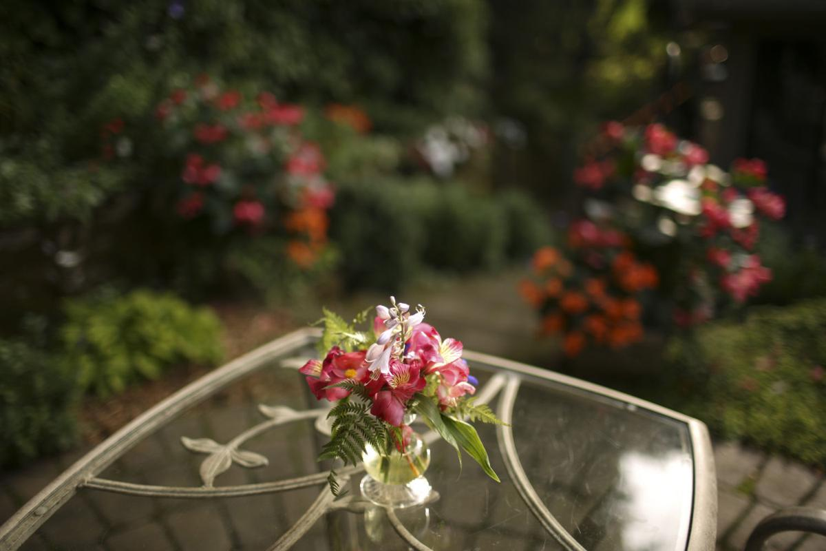 Secret garden grows in unlikely setting in Eagan, Minn. | | wvnews.com