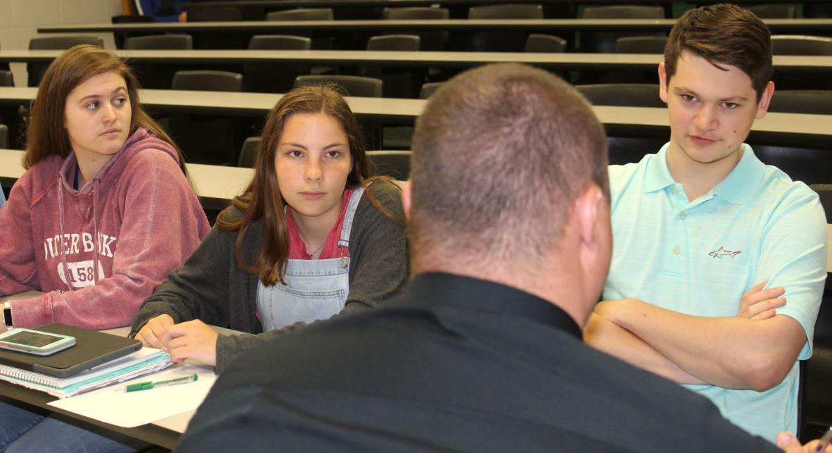 Students discuss opioid prevention methods