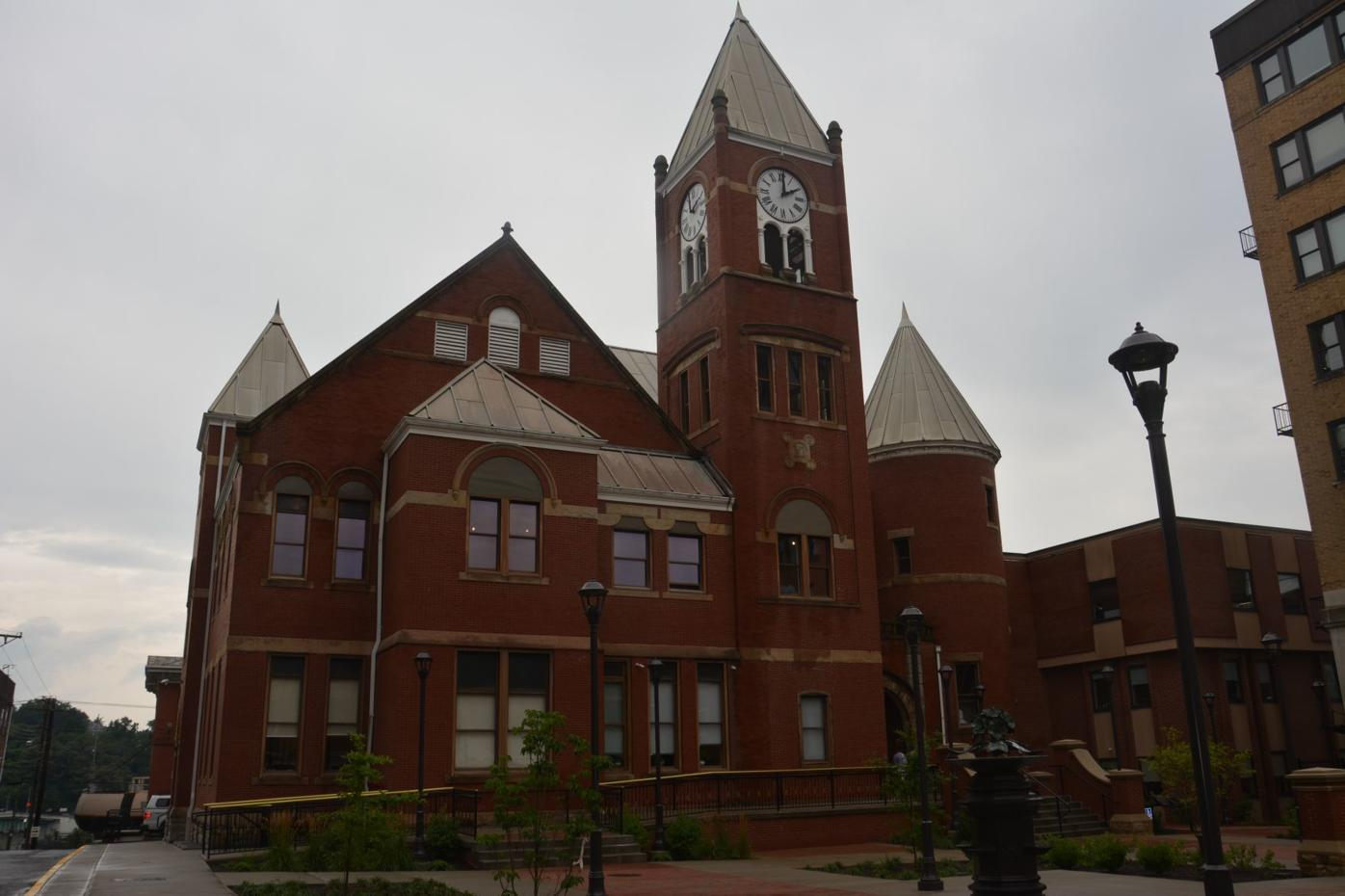 Mon County courthouse square