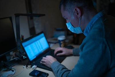 Virus FILE Doctor in mask with laptop