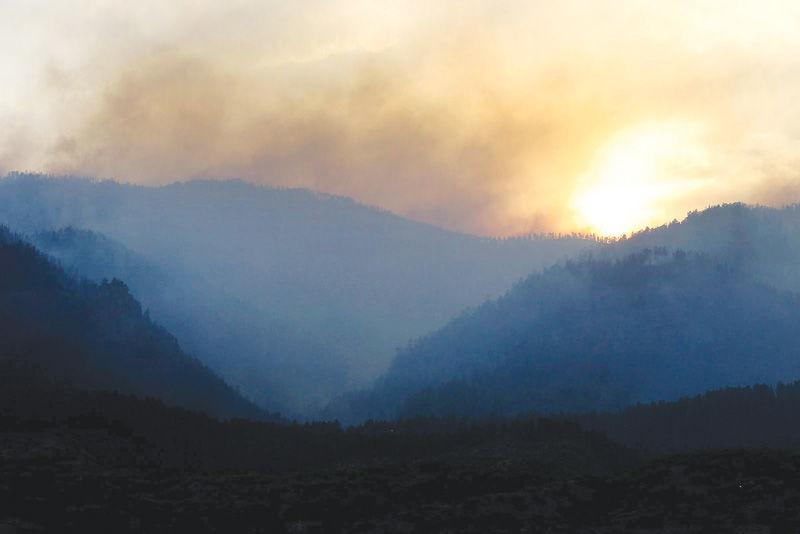 Hundreds of Colorado wildfire evacuees return to homes   Wyoming News