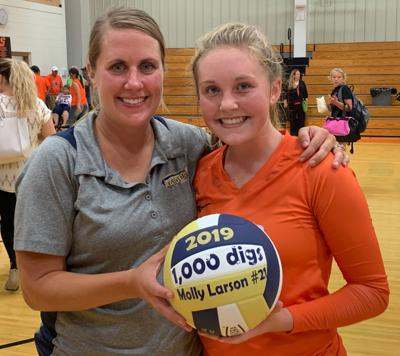 Larson Notches 1,000th Career Dig