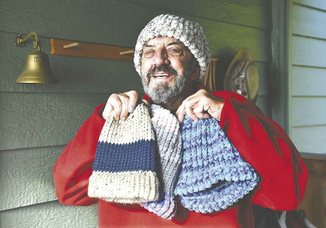 201119.life.knit caps man.pdleadjpg.jpg