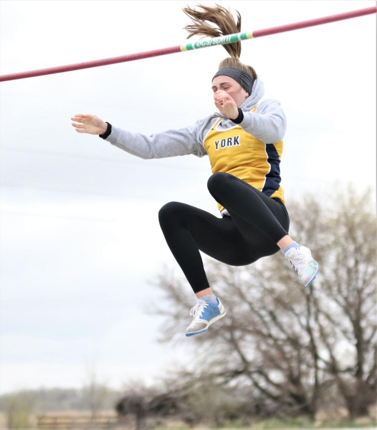 Melanie Driewer wins vault for Dukes at Central City