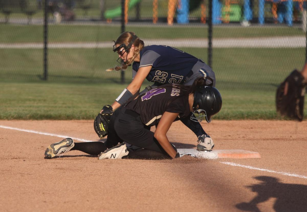 Kynli Combs applies tag on pickoff attempt