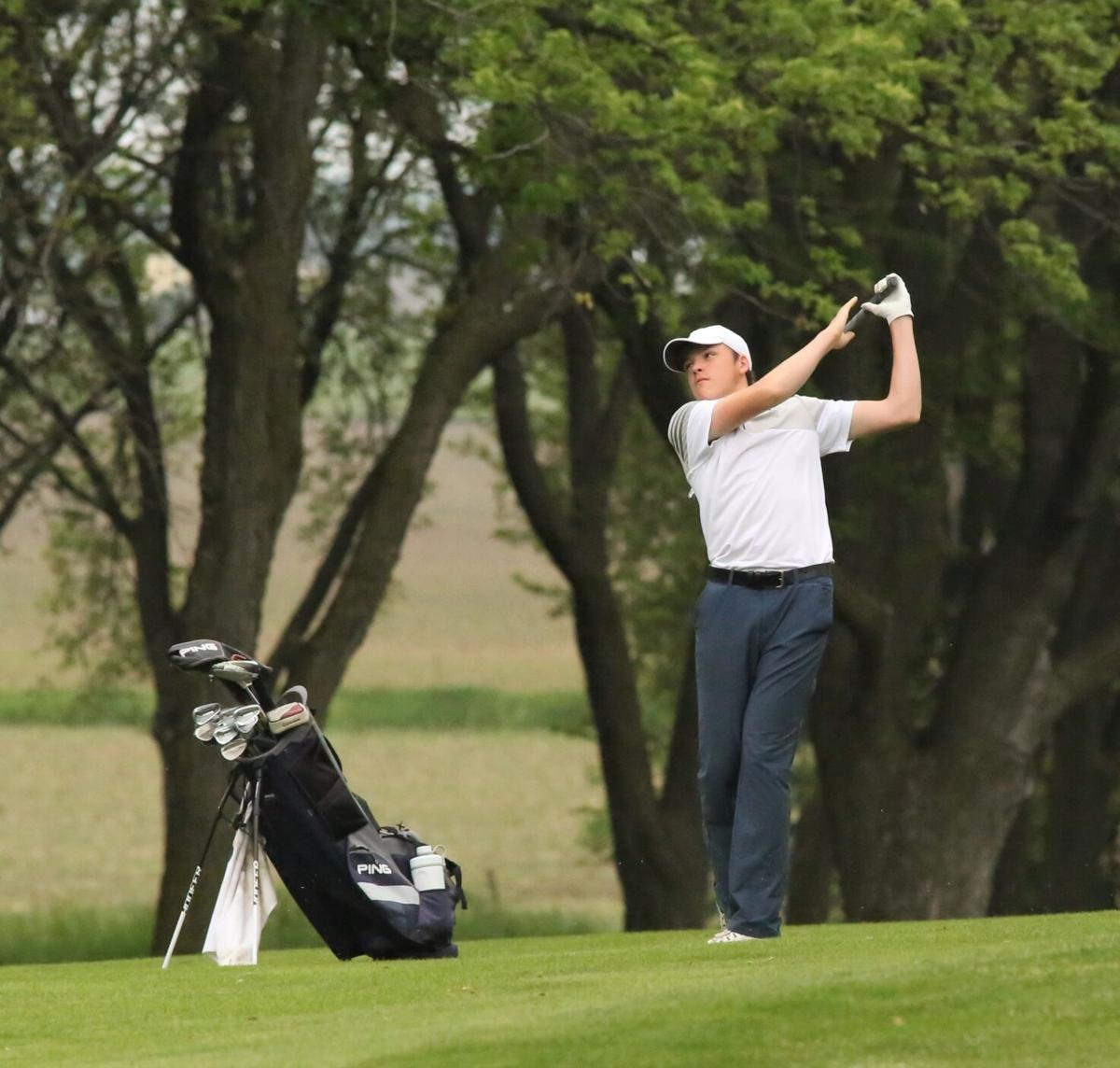 Duke Andrew Sahling in action at state golf