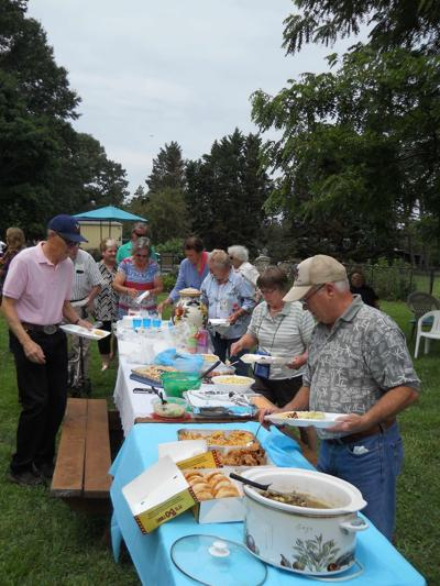 Southern Virginia Daylily Society holds summer picnic