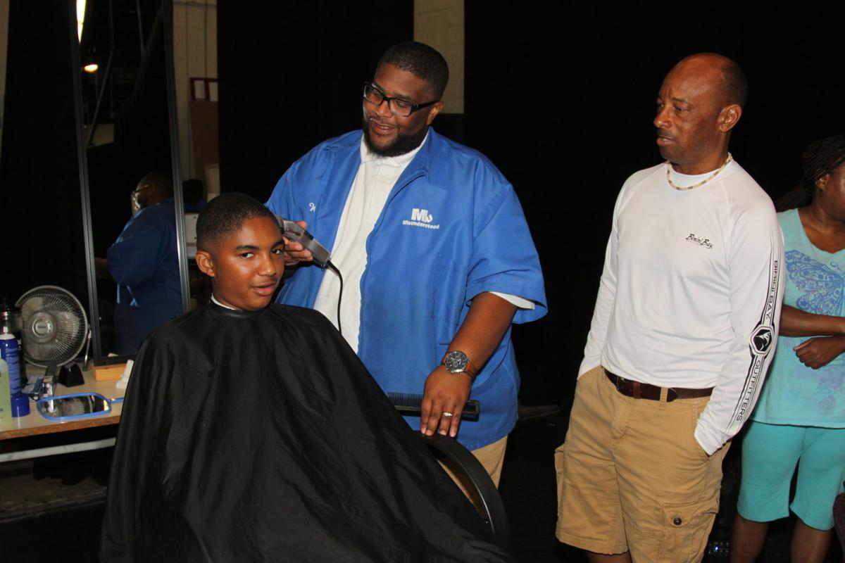 Volunteers Give Free Haircuts To Kids Education Yourgv
